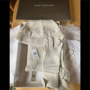 Women's Ann Taylor 3 Piece Winter Accessory Set.